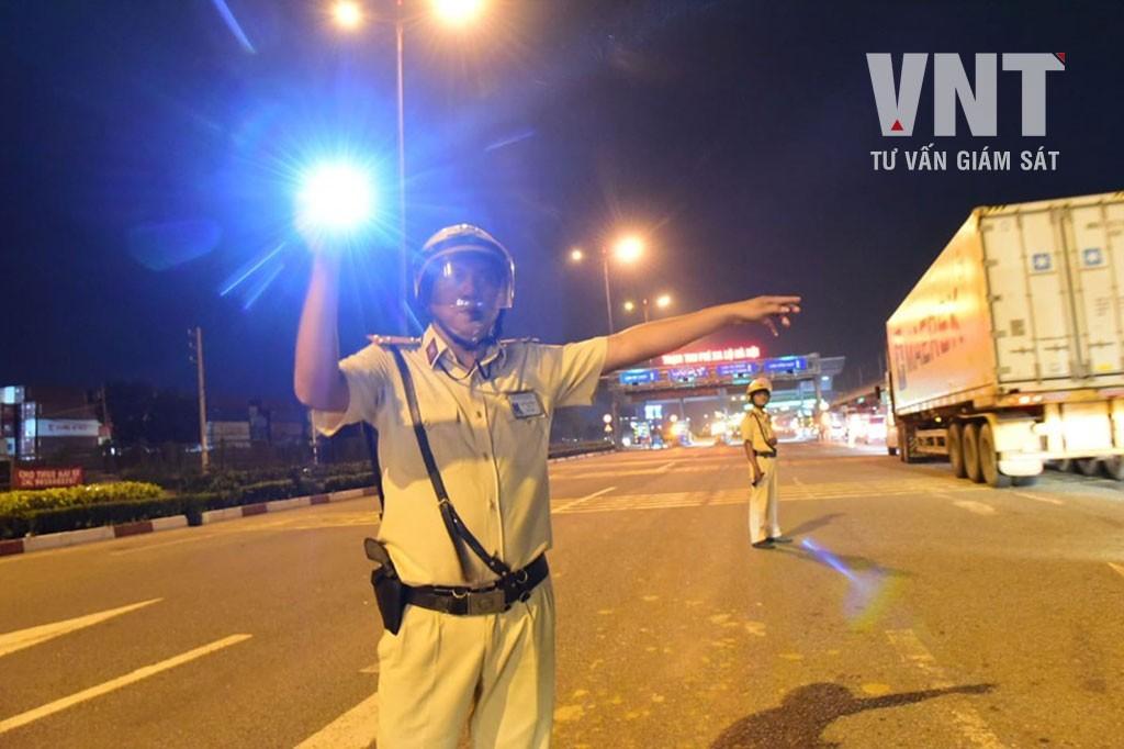 Những tình huống cảnh sát được phép dừng xe, trường hợp 4 dễ...