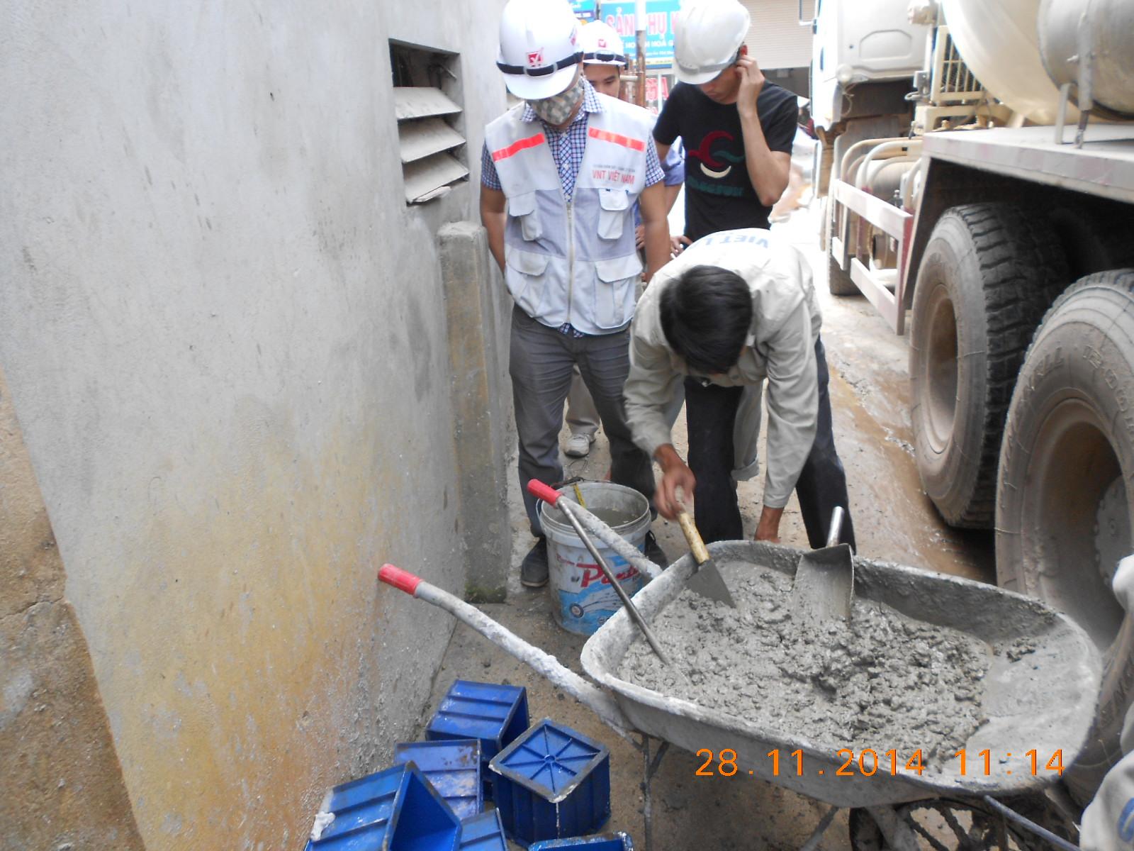 Giám sát quá trình lấy mẫu bê tông thương phẩm tại hiện trường