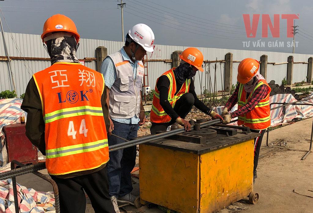 Tư vấn giám sát VNT kiểm tra công tác gia công cốt thép của nhà thầu