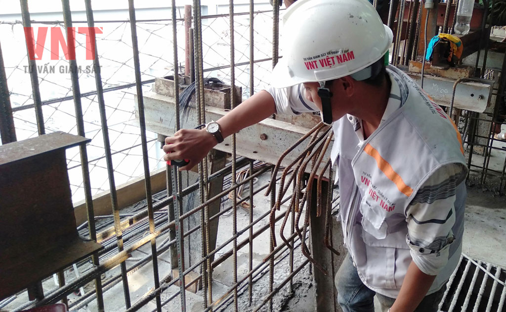 Kiểm tra công tác lắp dựng cốt thép tường silo ngô