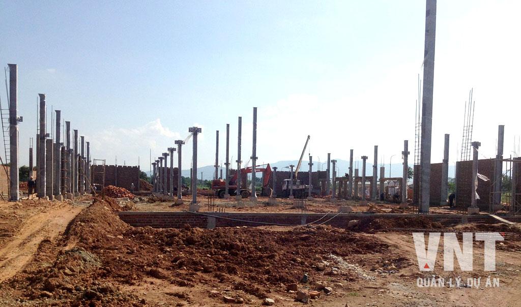 Khung kết cấu thép nhà máy bắt đầu hiện hình