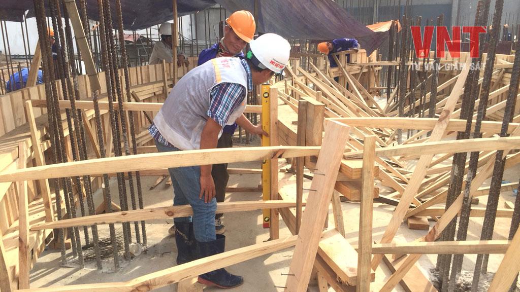 Giám sát công tác gia công ván khuôn trượt bồn silo