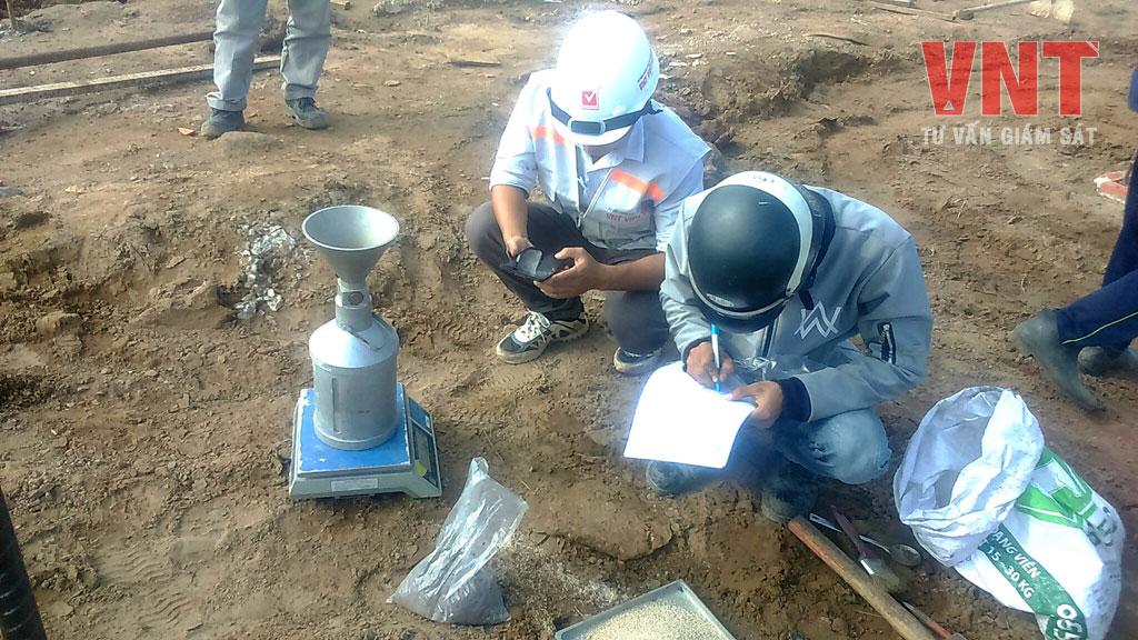 Giám sát công tác thí nghiệm kiểm tra độ chặt đầm nền Kho khô