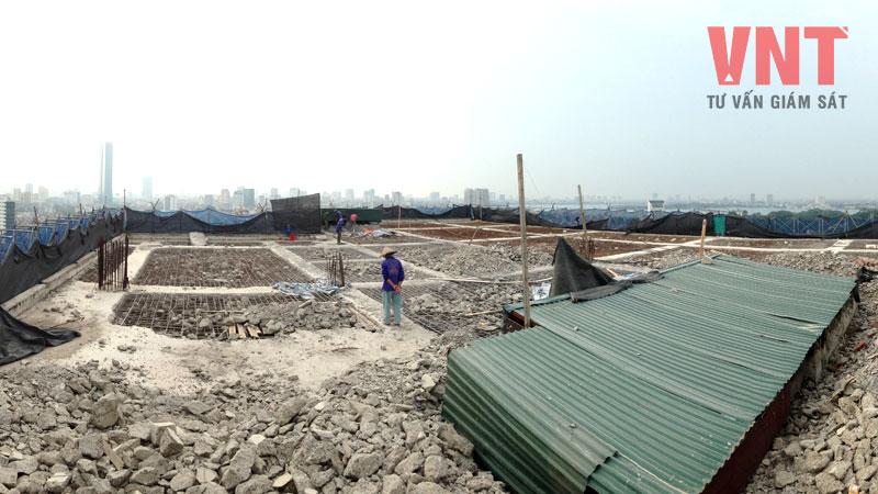 Toàn cảnh phá dỡ hoàn thành bê tông sàn mái tầng 19