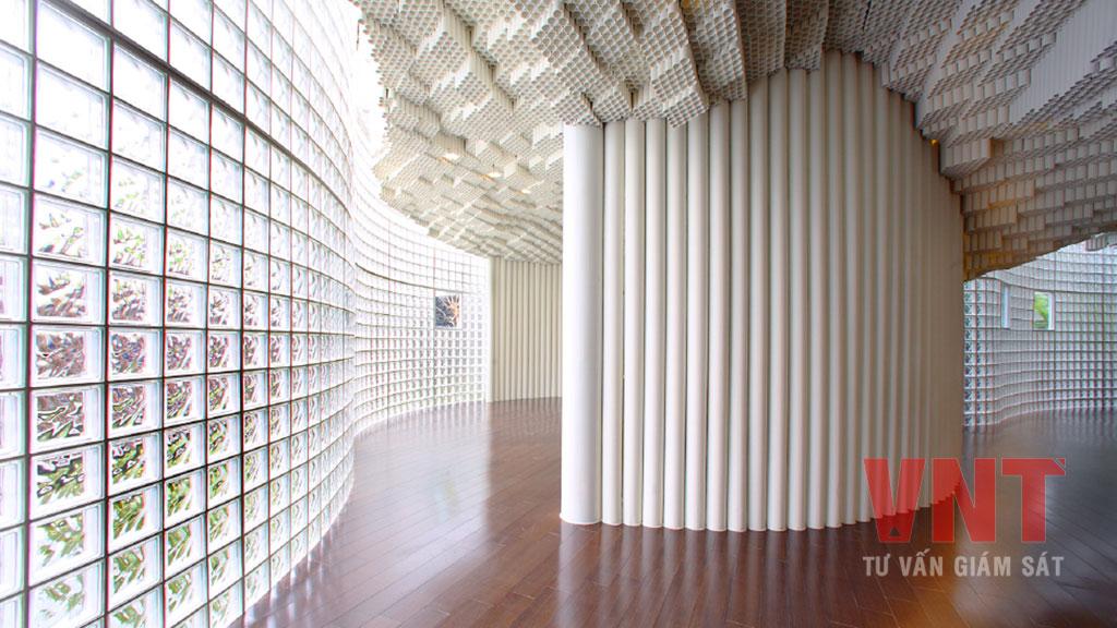 Gạch block thủy tinh rỗng thường được xây trang trí tường bao công trình để lấy ánh sáng