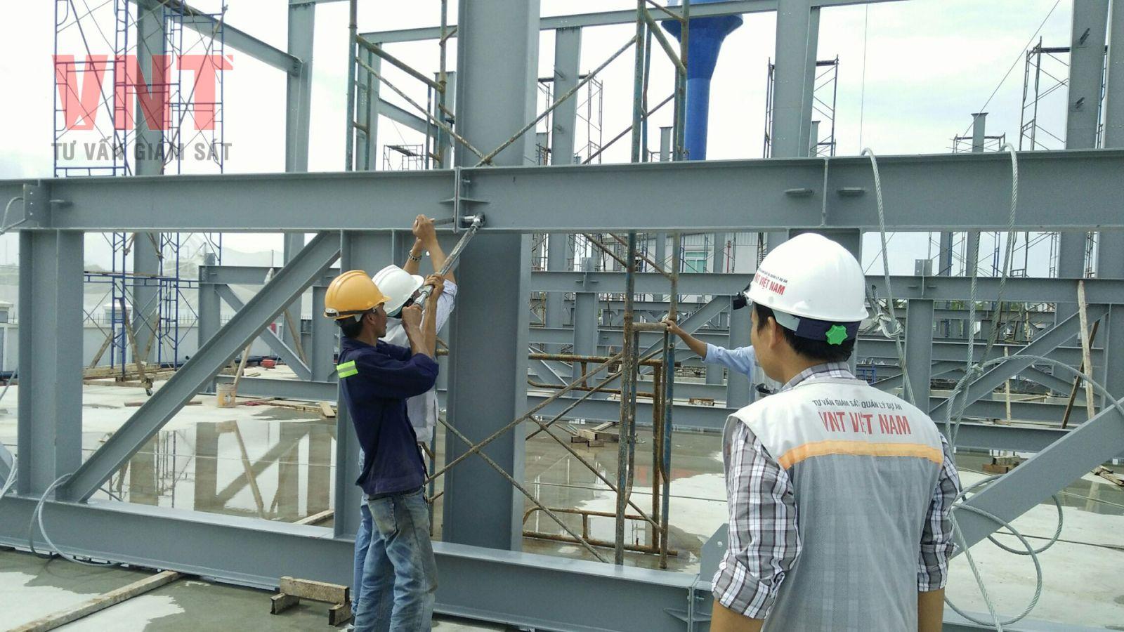 Giám sát quá trình lắp đặt kết cấu thép