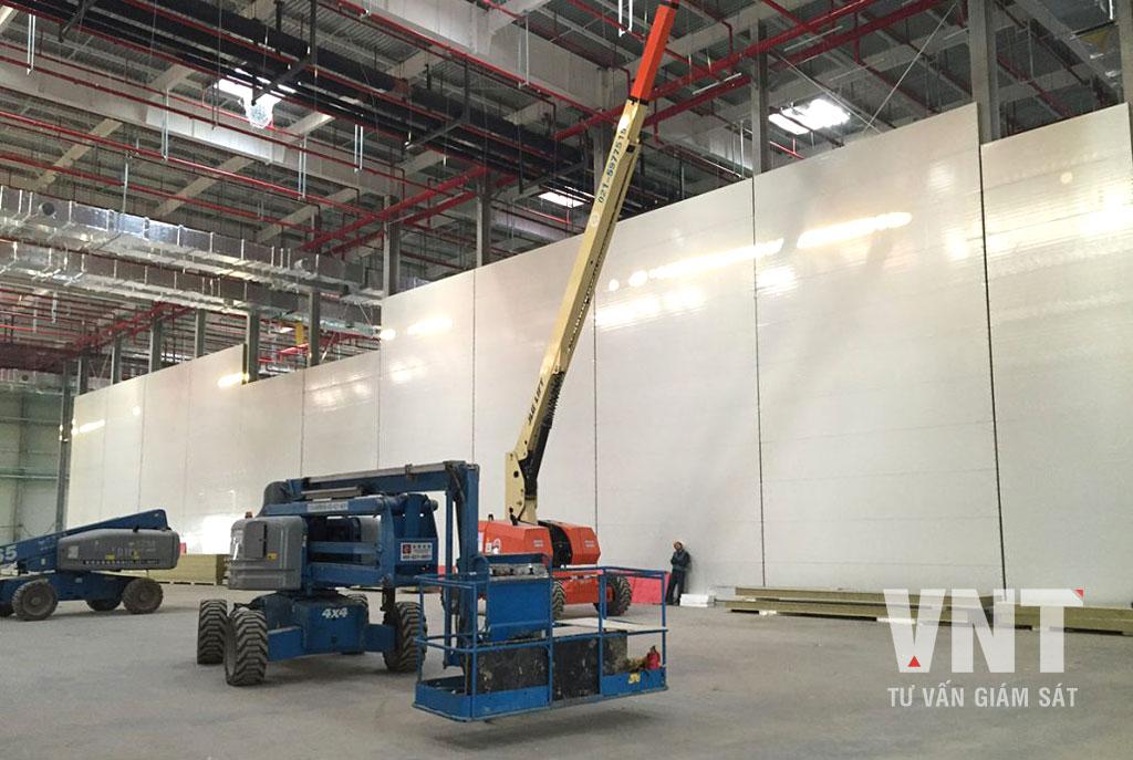 Lắp dựng vách ngăn phòng trong nhà xưởng bằng tấm panel xốp