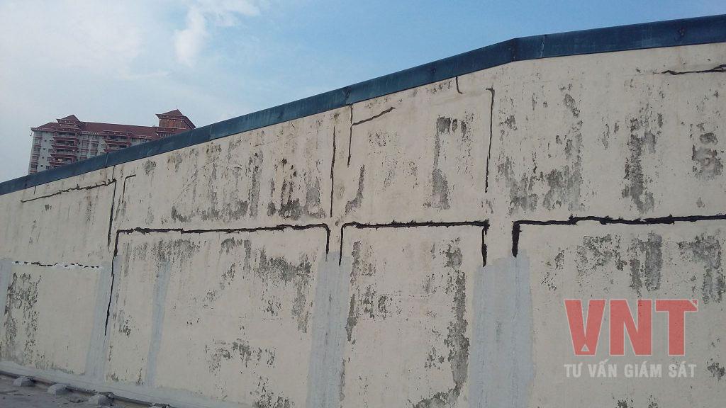 Nứt toàn bộ chu vi diện tường tiếp giáp cột và dầm