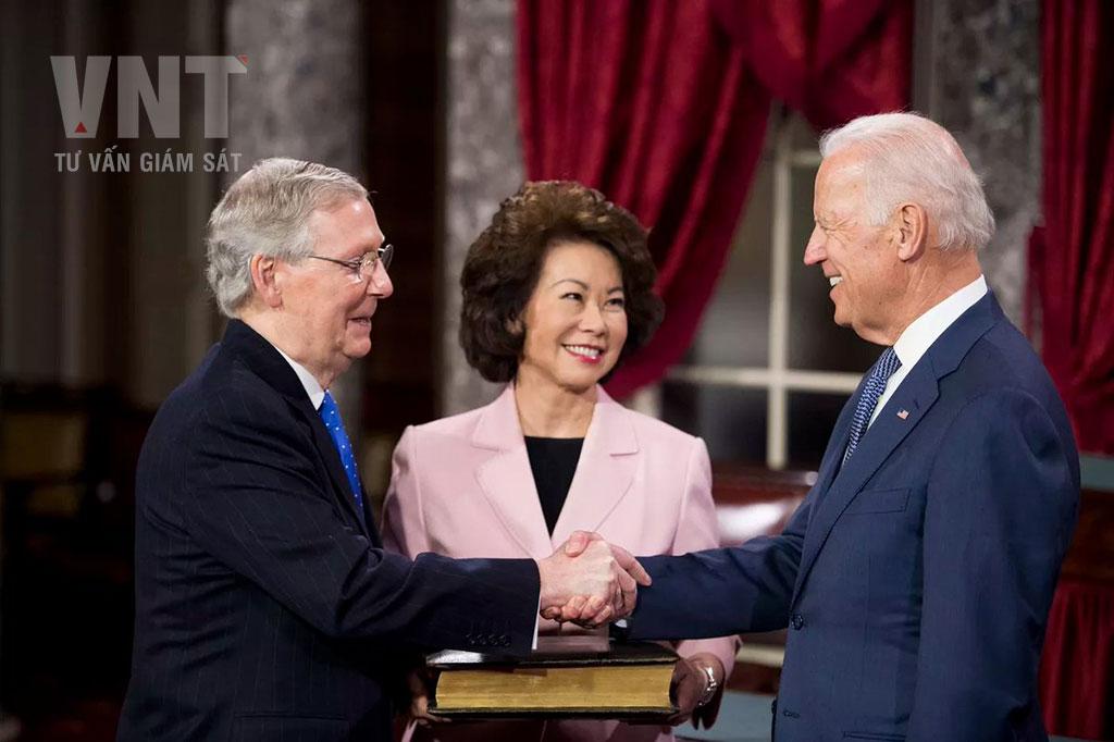 Vợ chồng bà Xiaolan - thượng nghị sĩ Mitch McConnell gặp gỡ ông Joe Biden