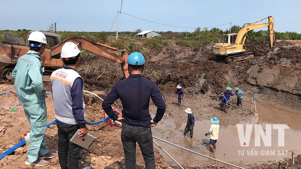 Giám sát thi công đào móng cống hộp qua đường